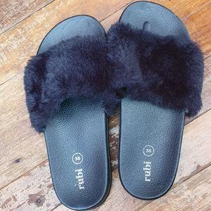 Chunky platform faux fur slides size 7